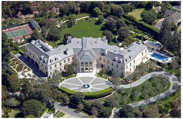 Biggest house in the world luxurious abode of the rich for Largest homes in america