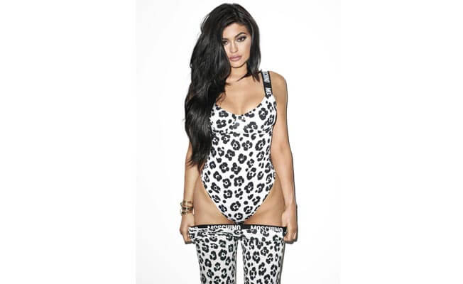 kylie-jenner-is-splitting-image-sister-kim-kardashian-652x400-12-1441792024