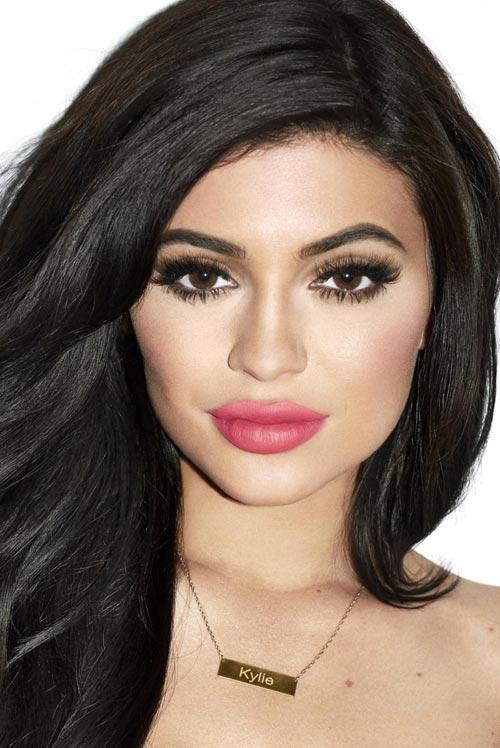 kylie-jenner-is-splitting-image-sister-kim-kardashian-652x400-6-1441791904