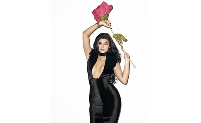 kylie-jenner-is-splitting-image-sister-kim-kardashian-652x400-8-1441791948