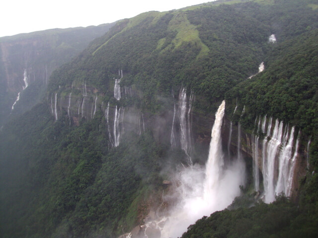 Top 5 Highest Waterfalls in India-Nohkalikai Falls
