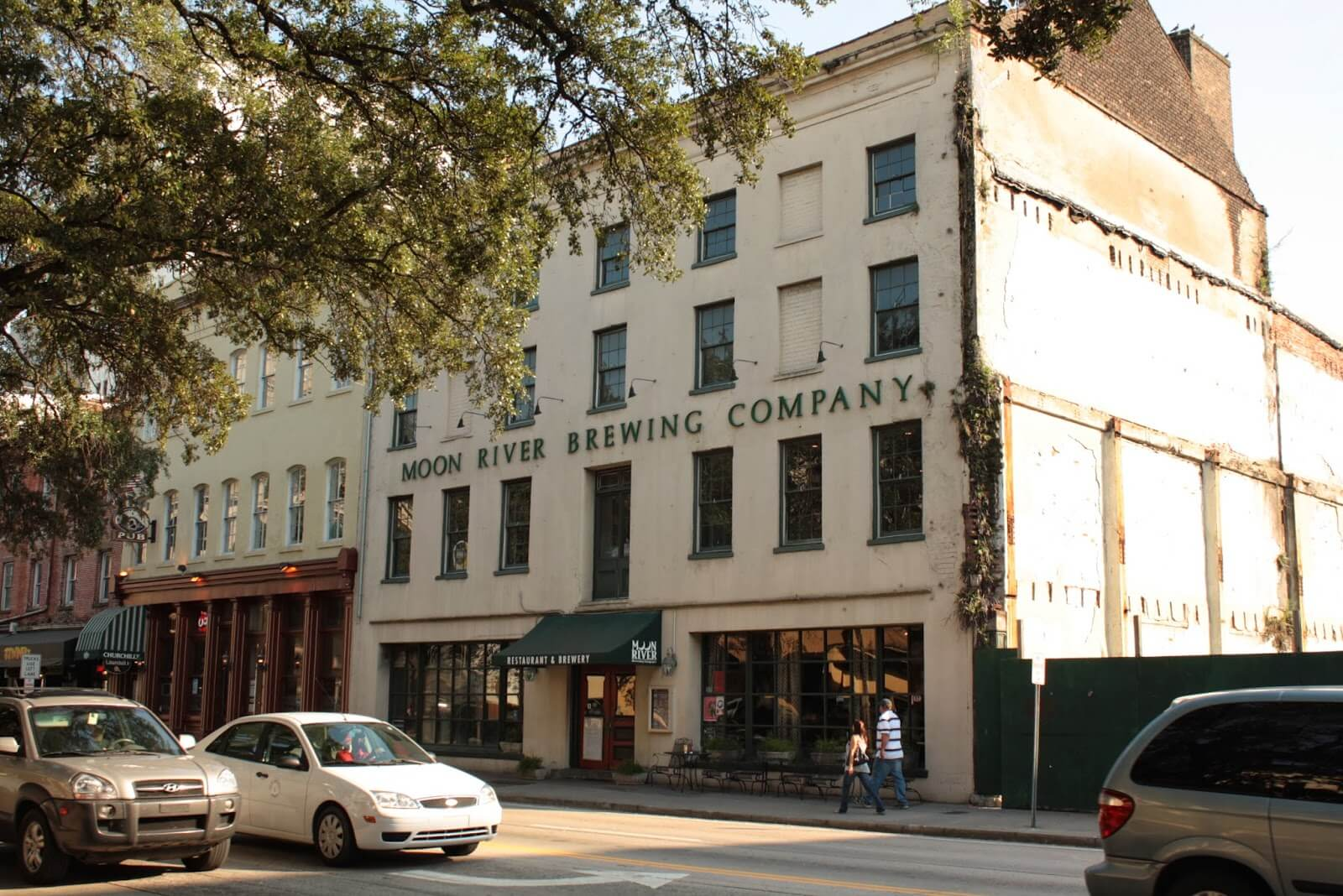 most haunted places in america, Moon River Brewery