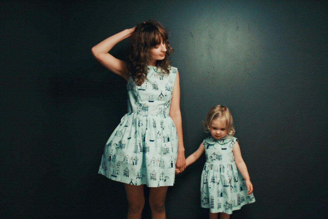 like-mother-like-daughter-funny-photography-25