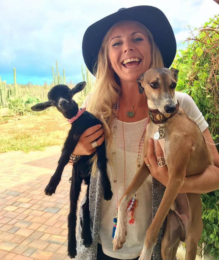 yoga-goat-penny-rachel-brathen-The Most Charming Yoga Partners Ever- Yoga Girl And Her Goat-7