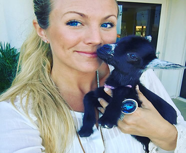 yoga-goat-penny-rachel-brathen-The Most Charming Yoga Partners Ever- Yoga Girl And Her Goat-featured