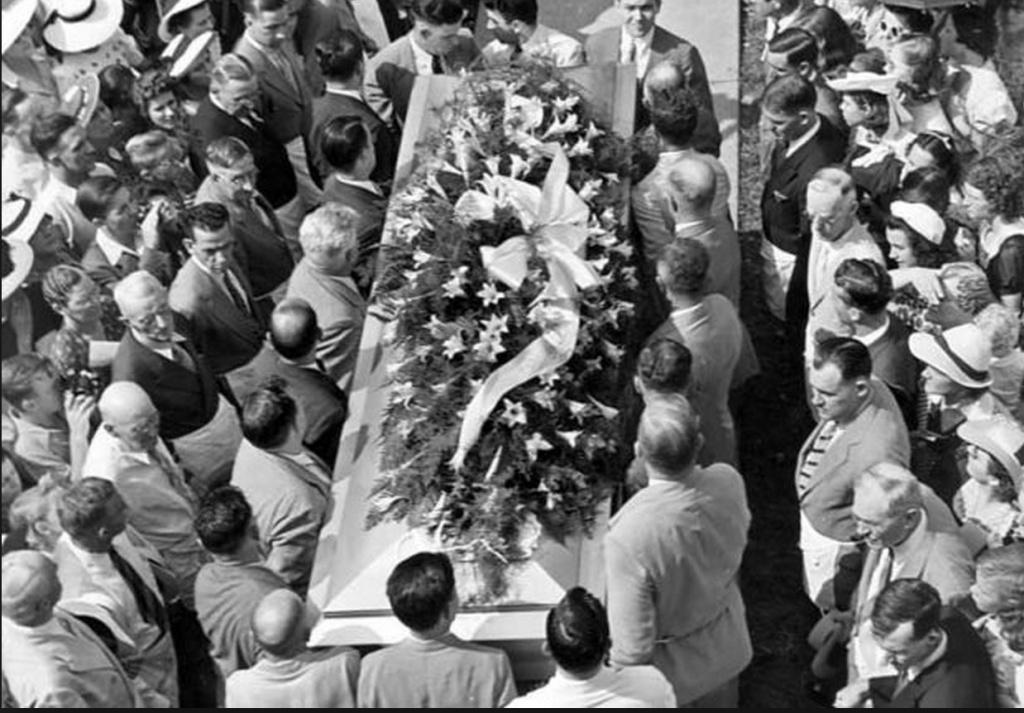 Robert Pershing Wadlow - Body Coffin