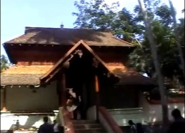 10 Religious Places In India Where Woman Are Not Allowed-SREE KRISHNA TEMPLE - KERALA