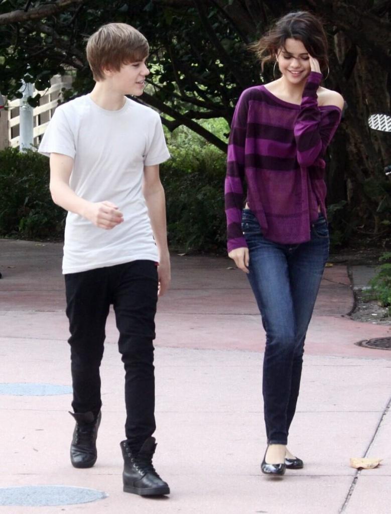 Selena Gomez Net Worth & Boyfriend