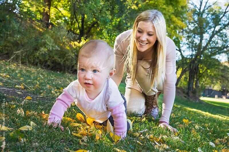 When do babies Crawling