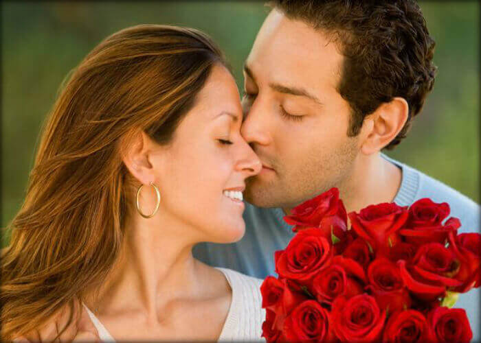 couple-photoshoot-ideas Flowers-Red-Roses