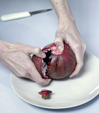How to Cut Pomegranate