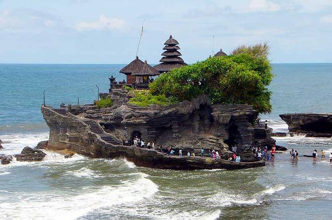 things to do in bali , Tanah Lot Temple