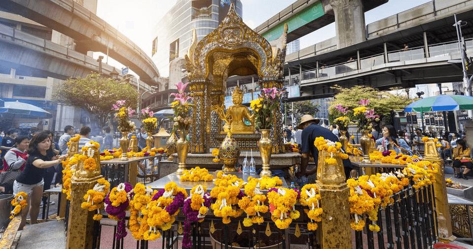 things to do in bangkok: Erawan Shrine