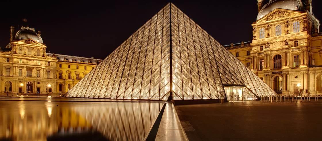 Louvre-Museum-Places-to-visit-in-Paris