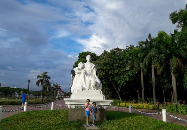 Take An Afternoon Stroll At Luneta Park