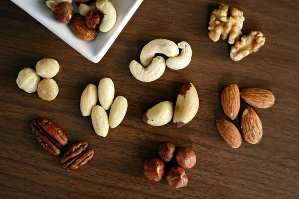 Health Benefits of Eating Nuts and Dry Fruits