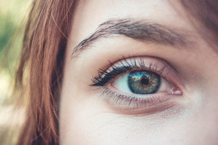 Popular eyelashes, eyebrows and eyes area treatment